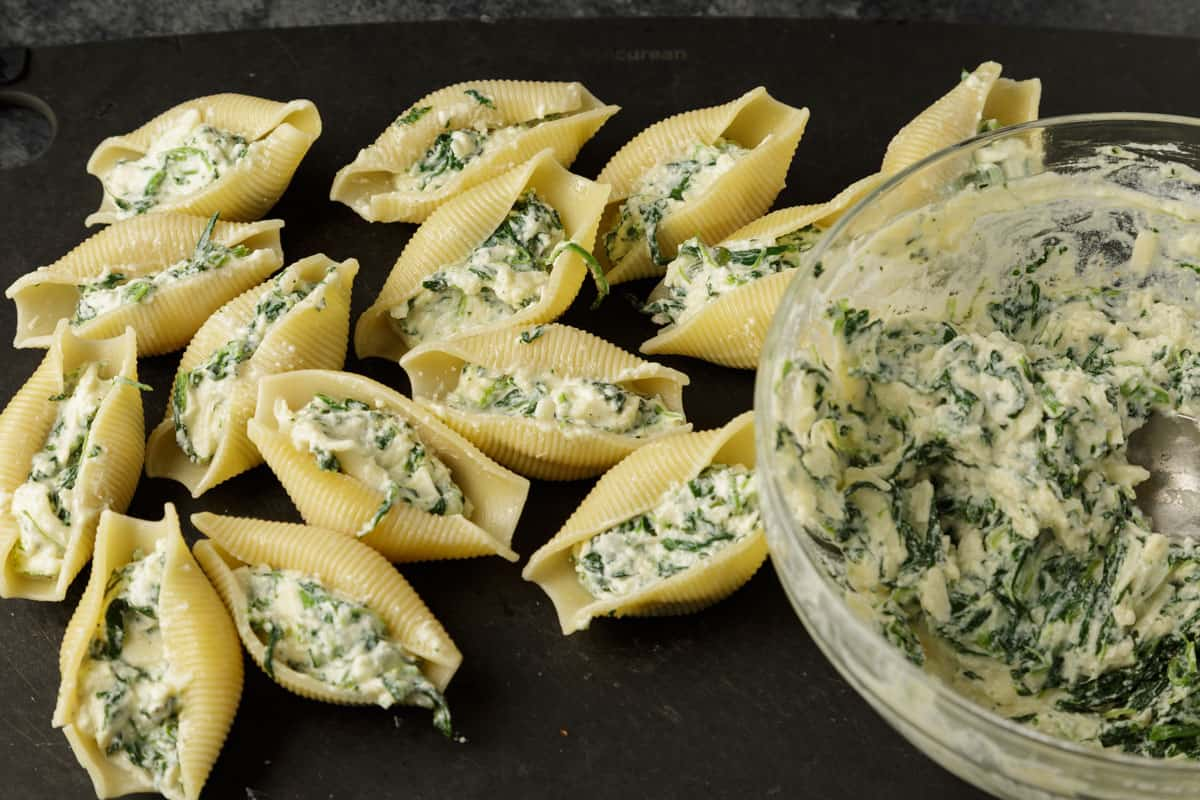 Shells that have been stuffed with a spinach ricotta filling