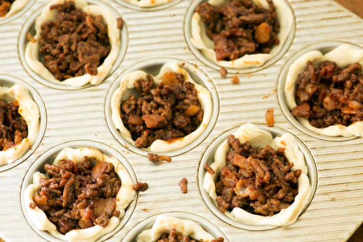 A muffin tin filled with barbecue cups