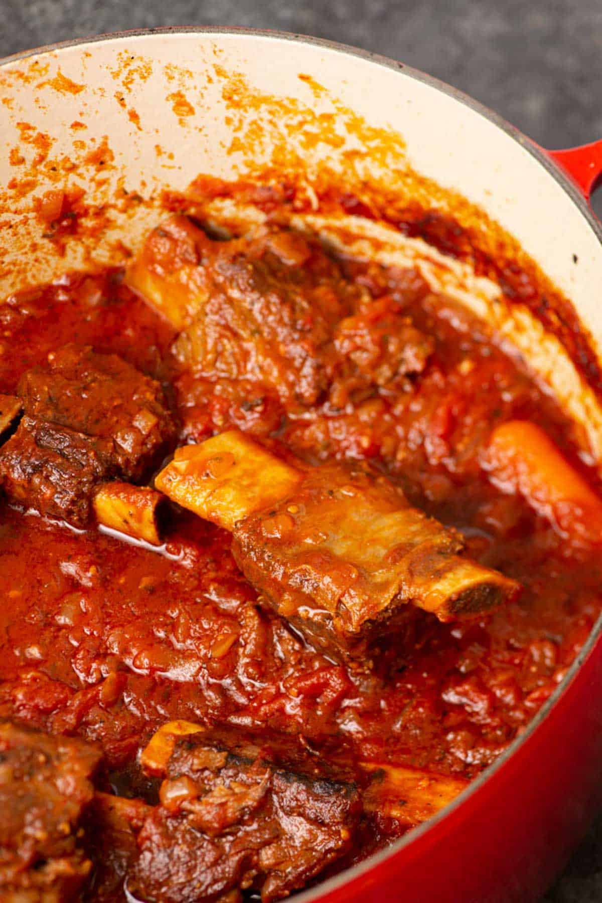 A pot of ribs and sauce