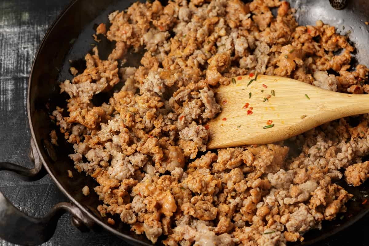 A skillet of cooked Italian sausage