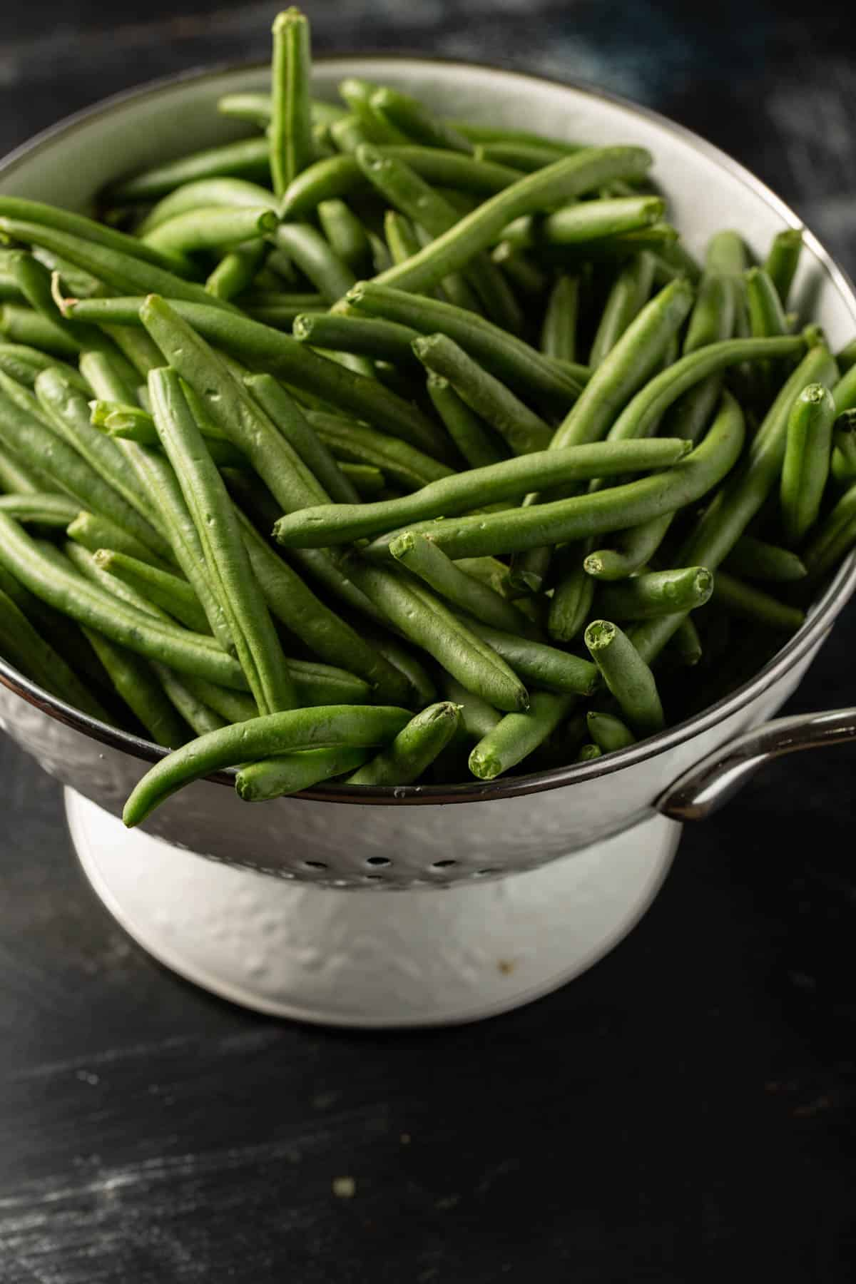 A colander of green beans