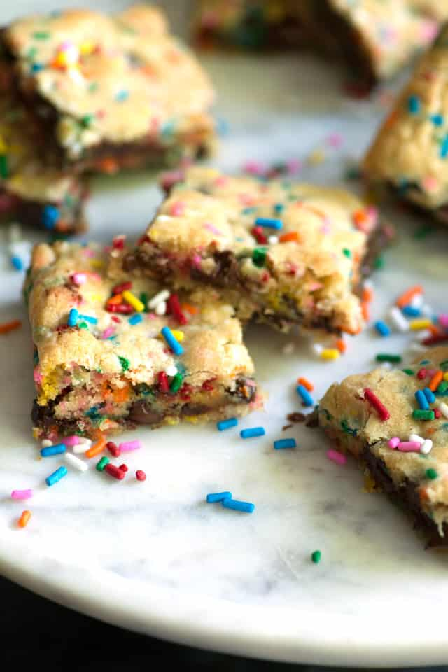 Sprinkle Blondies - An EASY cookie in bar form that comes together in just 10 minutes with sprinkles and chocolate chips. Perfect for the pool or summer cookout | buttterandbaggage.com