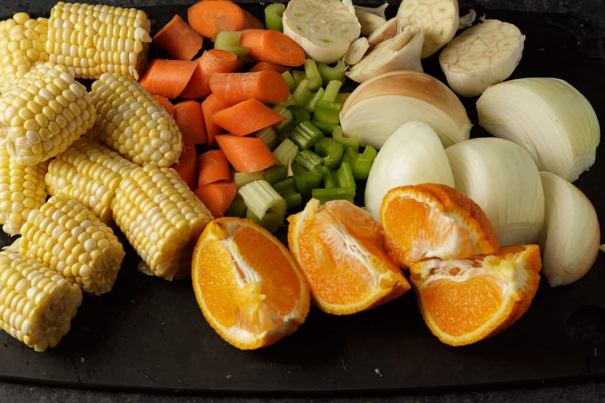 A cutting board with chopped vegetables