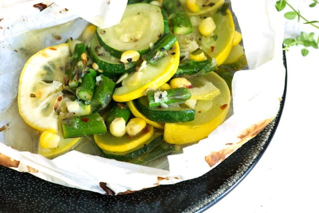 Vegetables in parchment paper
