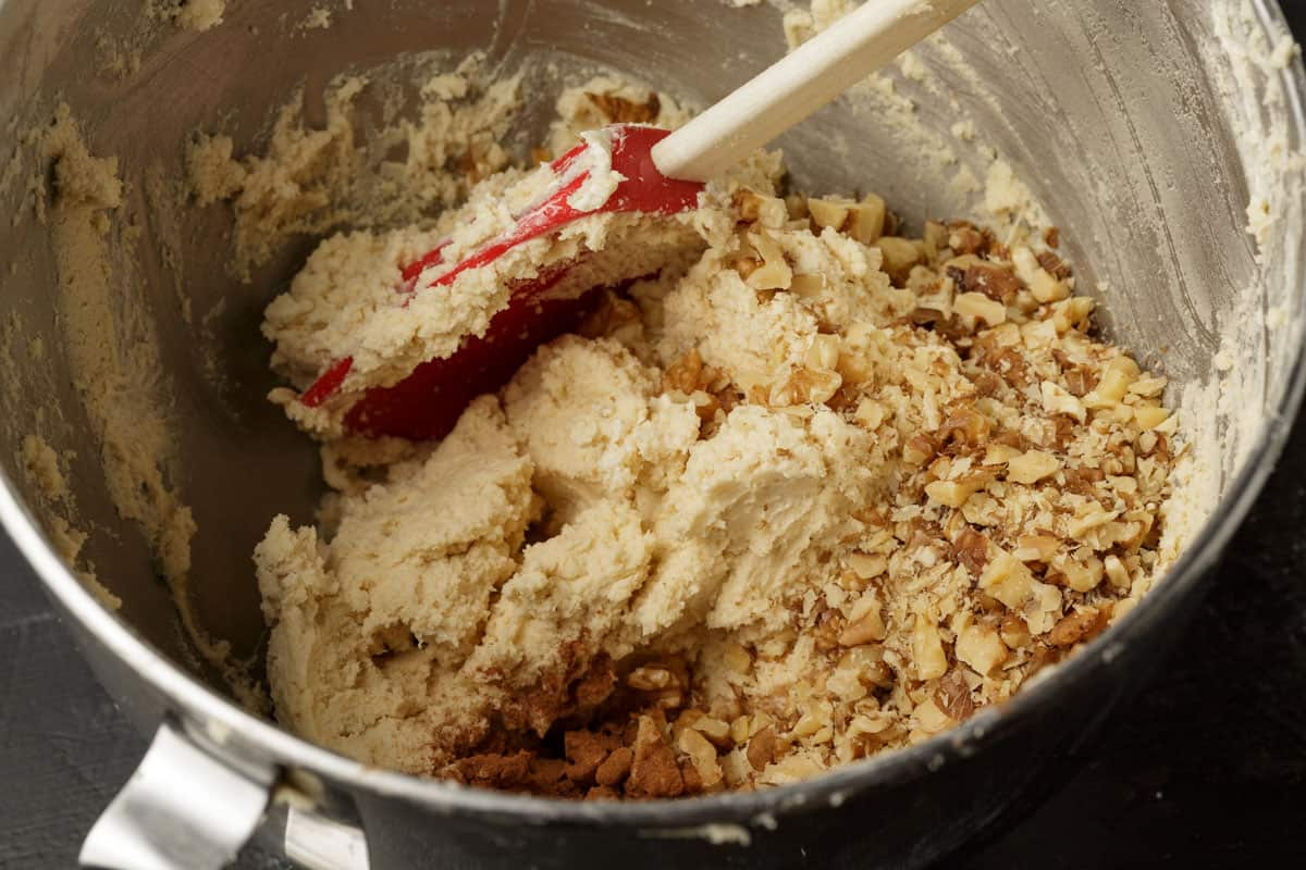 Shortbread crust with walnuts and cinnamon added.