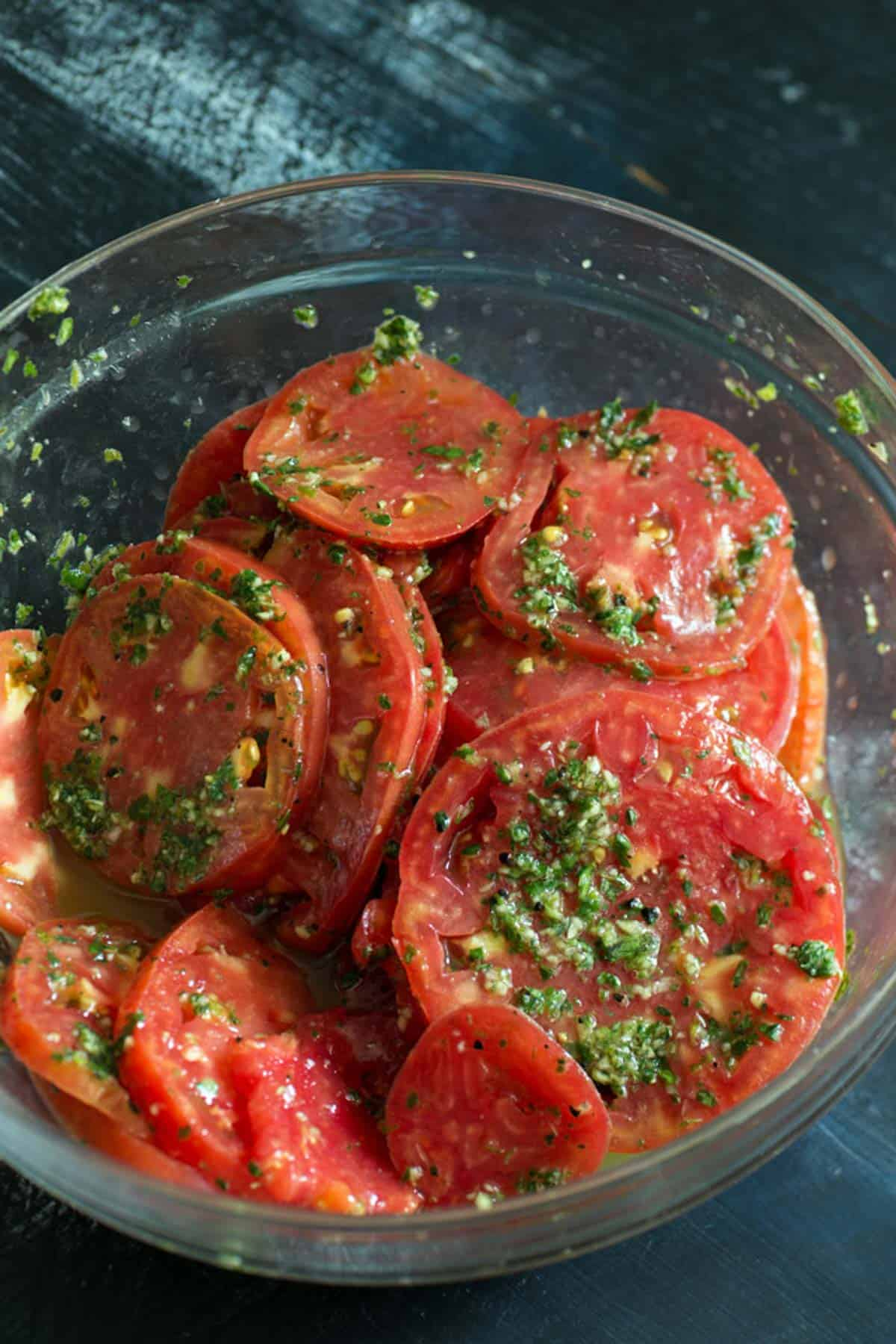 A bowl of sliced tomatoes