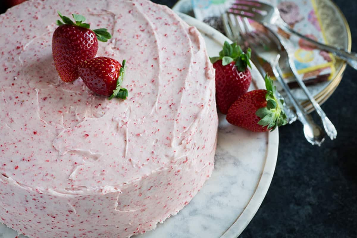 A frosted cake made with fresh strawberries