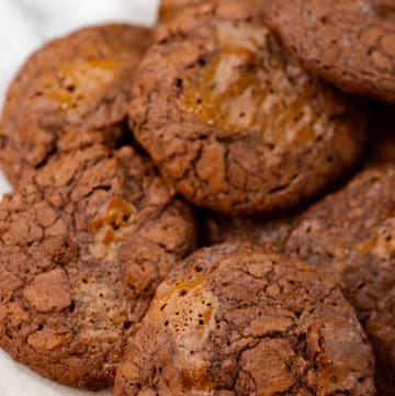 A plate of chocolate dulce de leche cookies