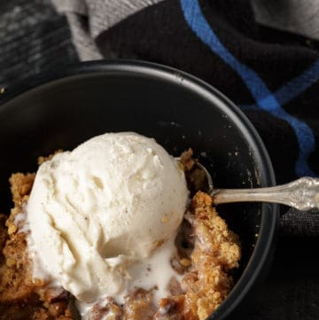 A black bowl of apple crisp