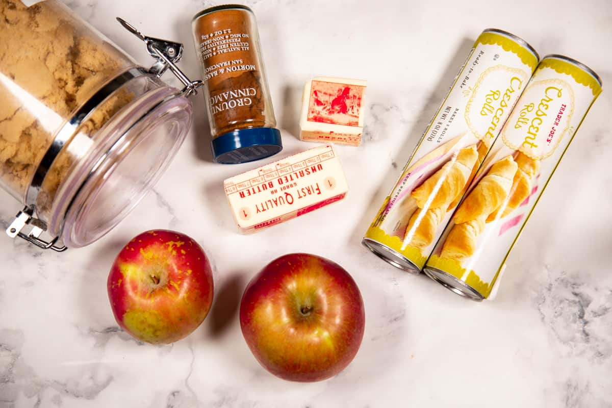 The ingredients for apple dumplings