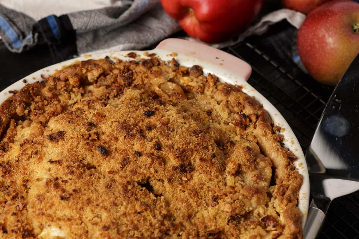 A baked apple streusel pie