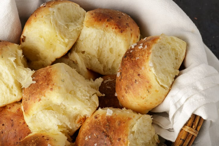 A basket of yeast rolls