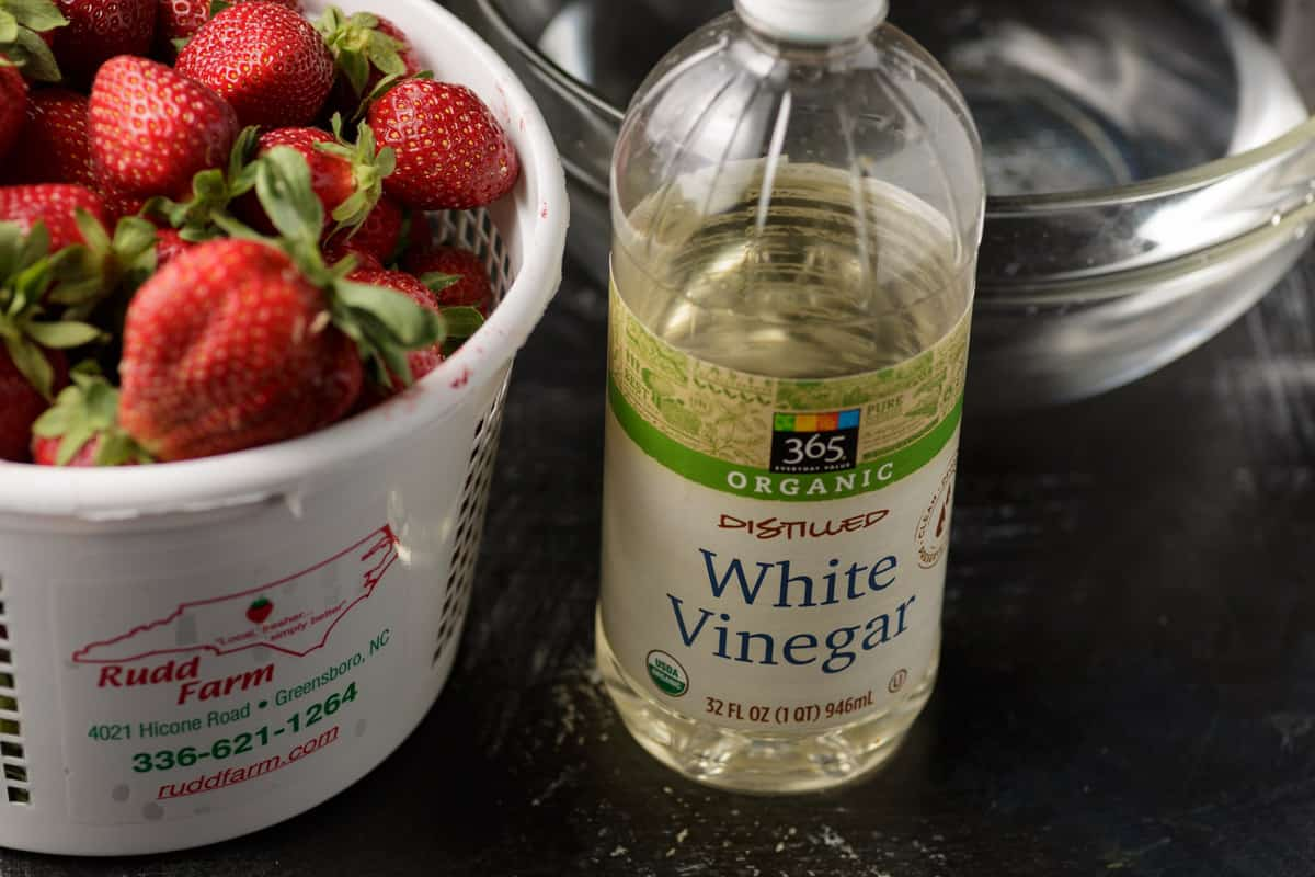 Vinegar, water and strawberries for a strawberry bath